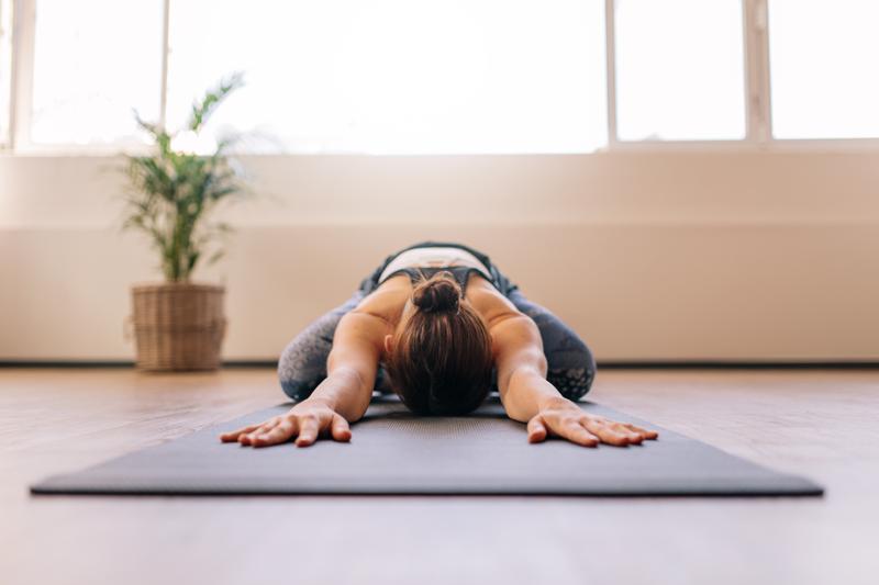 Yoga Poses om Migraines te Helpen Genezen