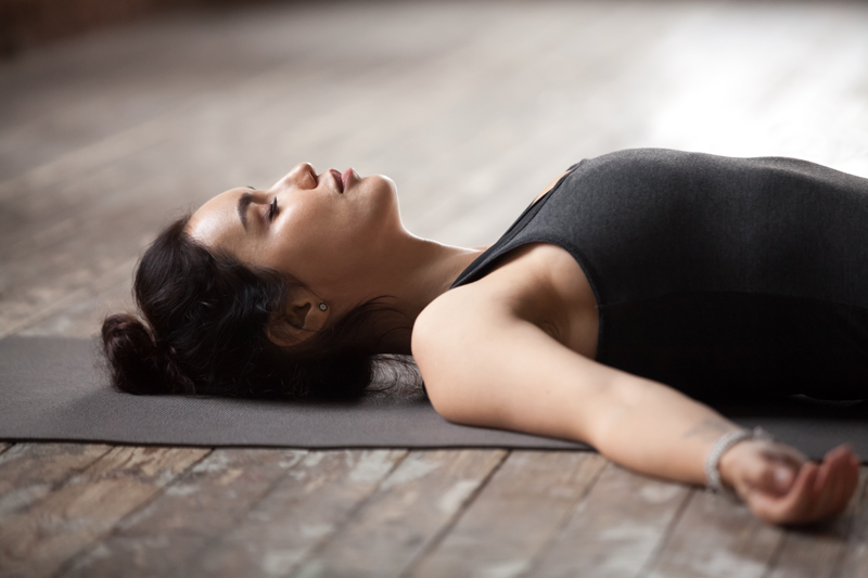 Yoga Poses om Krampen te Verlichten